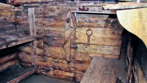 La stanza degli ufficiali rivestita in legno